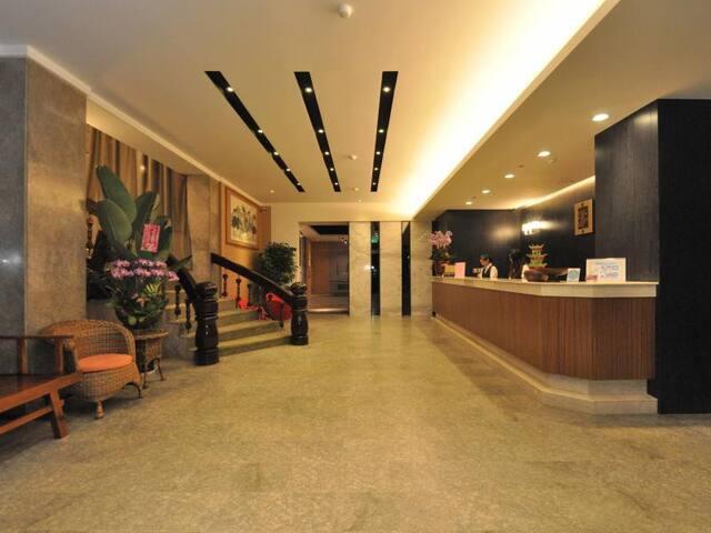 溫馨雙人浴缸套房~含自助式早餐.國園飯店{COUNTRY HOTEL} - West District - ที่พักพร้อมอาหารเช้า