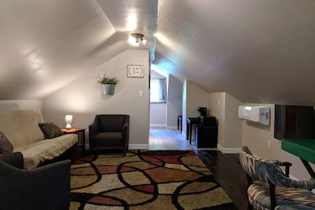☆ Traveler's Suite ☆ Private Loft near STL & SAFB