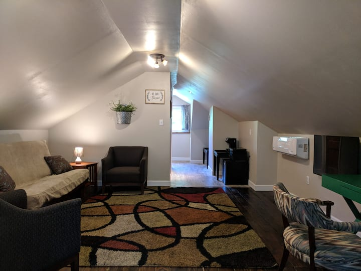 + Traveler's Suite + Private Loft near STL & SAFB