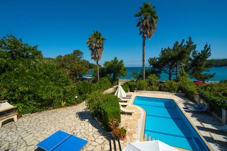 Avlaki House, beachfront stylish villa in Kassiopi