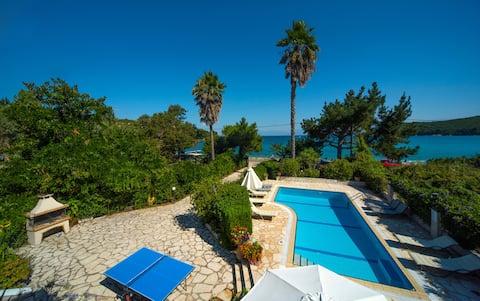 Avlaki House, beachfront stylish villa in Kassiopi