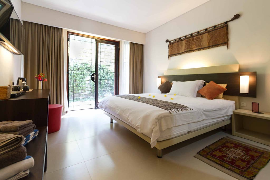 Sweet dreams in a comfortable queen size bed in a spacious light bedroom overlooking the back garden