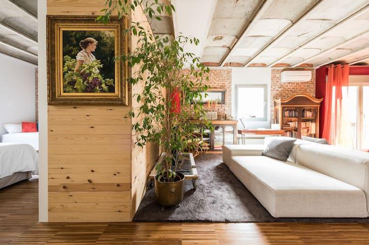 Loft between gardens in best comunication area.