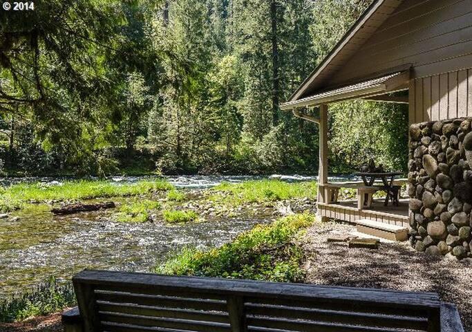 Romantic Honeymoon Cabin