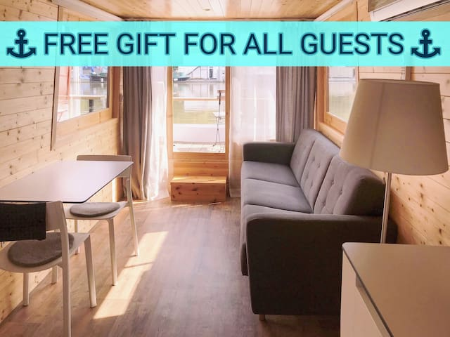 Warm HOUSEBOAT in town for 2-3 guests.FREE PARKING
