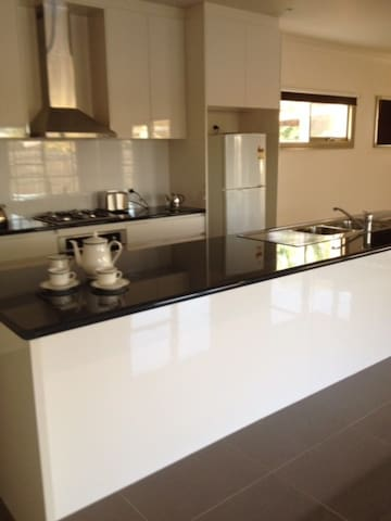 Well appointed kitchen including dishwasher