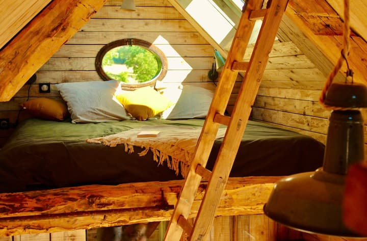 La Dormance Comfortable wooden cabin