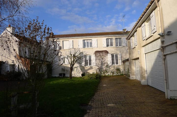 Maison - Jardin - Parking - Saint-brice-courcelles - Hus