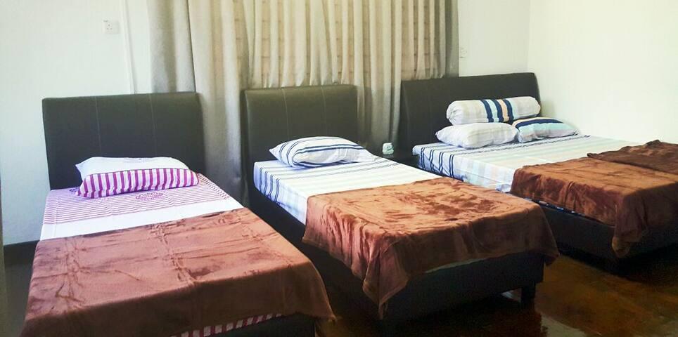 cozy's homestay (BM)