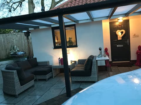Stunning double room with garden access