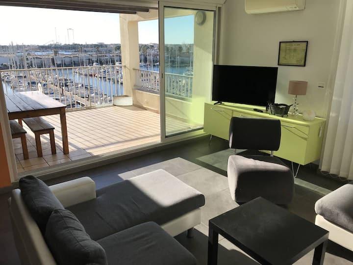 Superbe appartement vue port, terrasse, solarium, parking, piscine