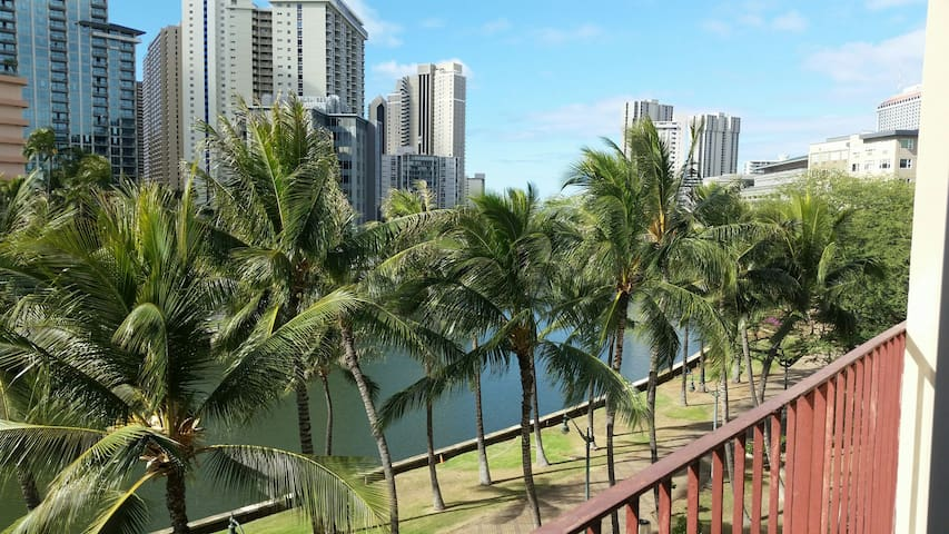 2BR/1BA Place next to Waikiki and Ala Moana Mall