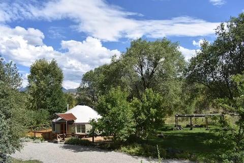 River Walk Yurt - oasis de luxe - jacuzzi et vue