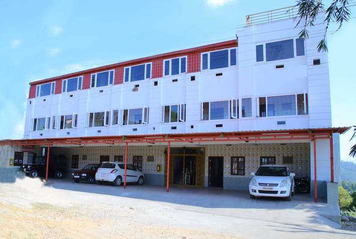 Universal Plantation Area to Stay,Valparai