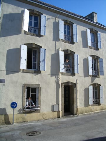 Four bedroom traditional townhouse - Treboul - Haus