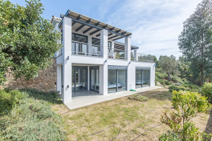 Minimal sea view maisonette in Porto Cheli