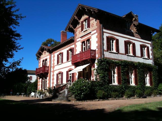 Maison spacieuse-Parc 2 ha-Piscine - Saint-Romain-de-Popey - Casa