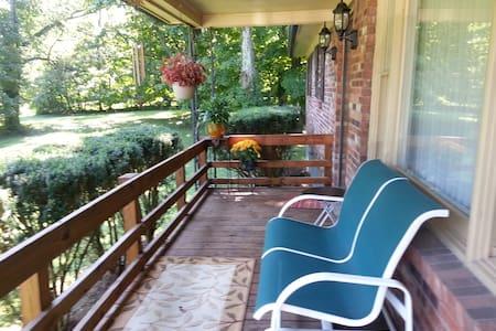 Quaint & Cozy - Louisville - Casa