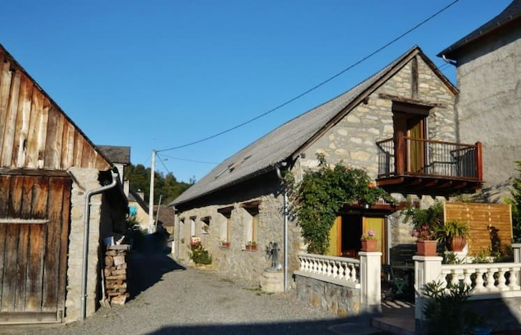 Ancienne grange r nov e houses for rent in sere lanso - Ancienne grange renovee ...