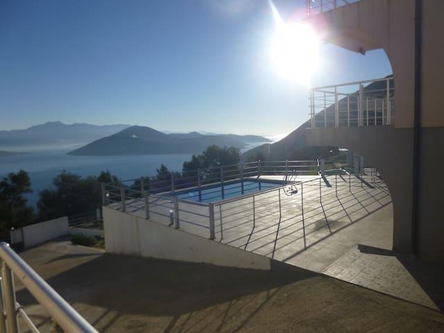 Majestic villa & views, Herceg Novi