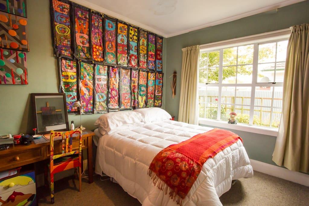 Lovely sunny bedroom overlooking garden