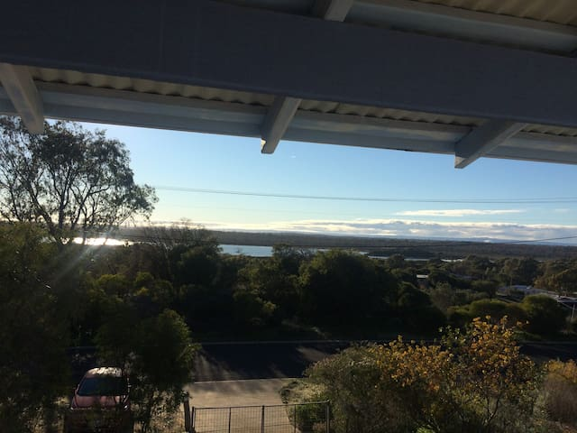 Panoramic Preston - 3 Bedroom Home, Sweeping Views - Preston Beach - Hus