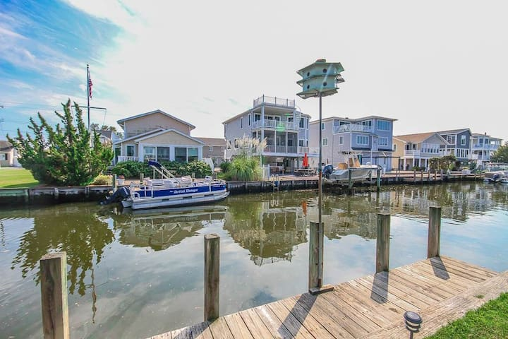 S112B: South Bethany 6 BR Home - Canalfront w/Boat Dock! - Walk to Beach