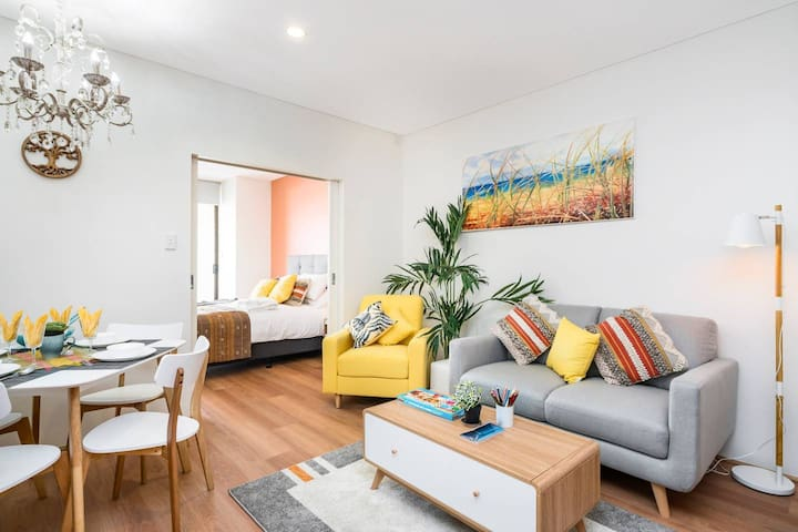 Stylish Superior 2BR Apt 5 min to CBD & River