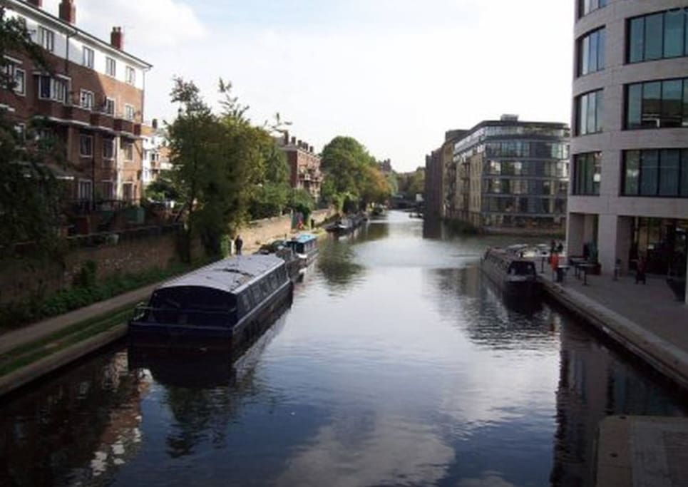 Regents Canal is directly behind the flat - walk past the houseboats to Kings Cross in 10 minutes