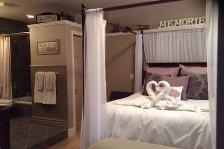 The Stone Gate Inn -Memories Room - DeWinton - Bed & Breakfast