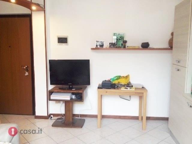 Appartamento confortevole, ampio balcone - Siziano - Apartamento