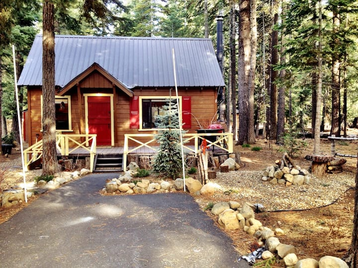 Gingerbread House Charm! Close to Lake &State Park