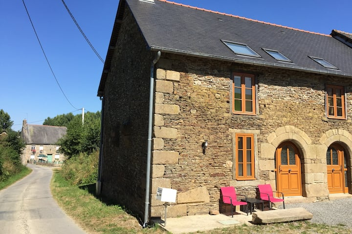 Beautiful 400-year old renovated stone cottage