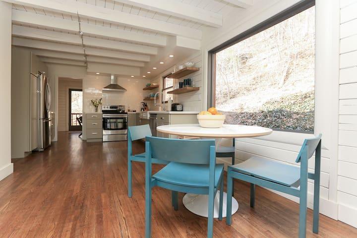 Secluded Modern Cabin with Hot Tub - แอชวิลล์ - บ้าน