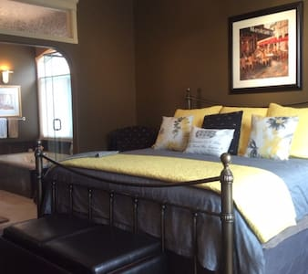 The Stone Gate Inn -Serenity Suite - De Winton