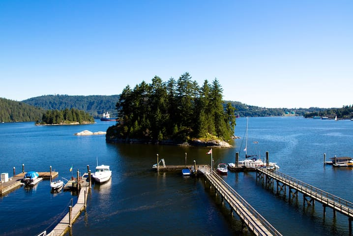 Arrive @ Deep Cove Waterfront Home