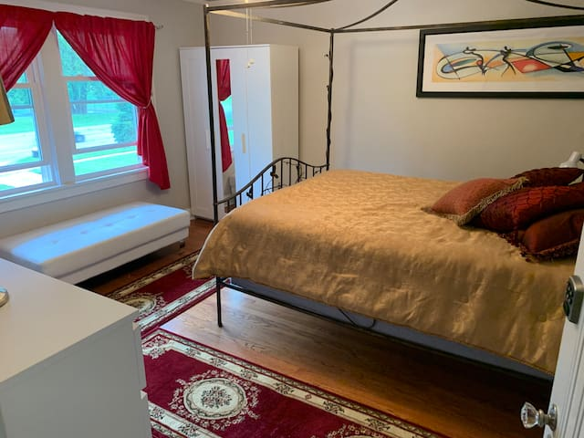 Casa Contenta    The Red Room w/ shared B/R