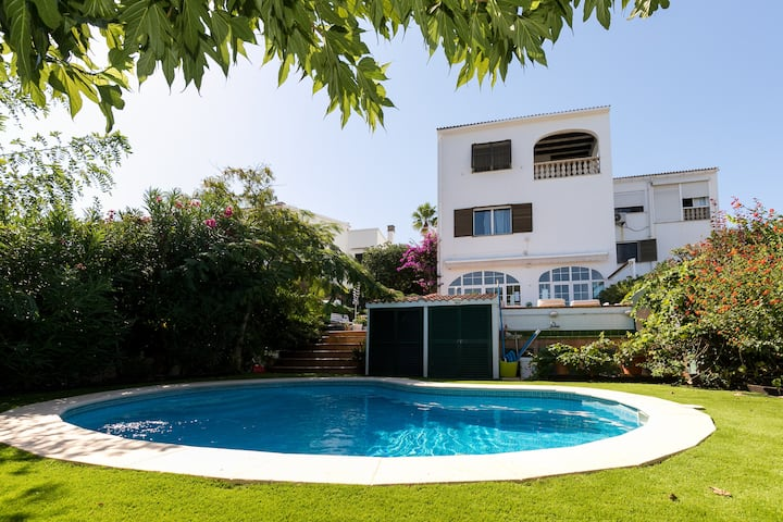 "Stylish Holiday Villa ""Villa Mimosa"" Located Directly on the Shore with Jacuzzi, Pool, Garden, Wi-Fi, Air Conditioning & TV; Parking Available"