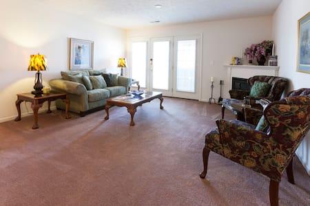 Mint Private 1 bedroom - Louisville Area