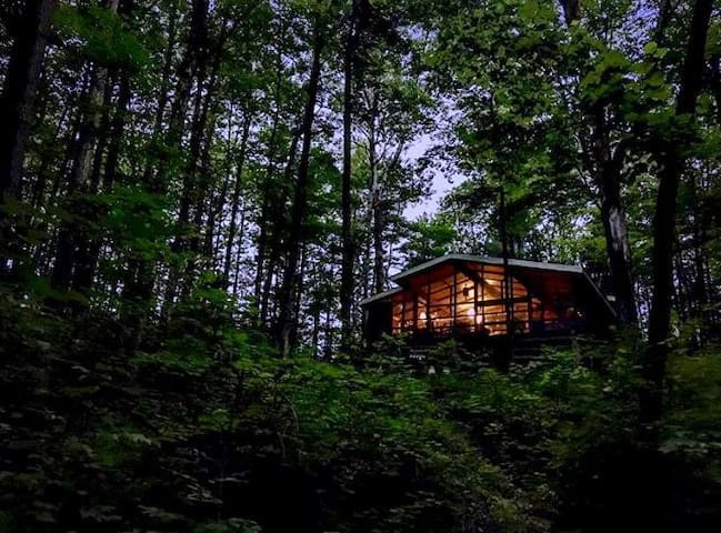 Privacy at its best! Cozy Cabin in the woods