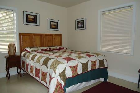 Peacock Lake House Room 3 - Live Oak