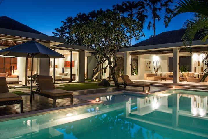 Kembali 3 Bedroom Private Pool Villa - Kuta - Villa