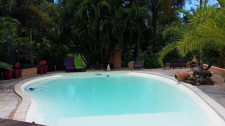 Villa 4/5 pers, piscine, plage privée au paradis