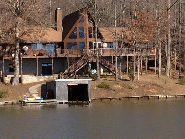 Lake Gaston 7 Bedroom 3 Bath Lakefront 4,280 sq ft