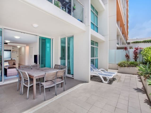 Kirra Surf - beach unit - courtyard