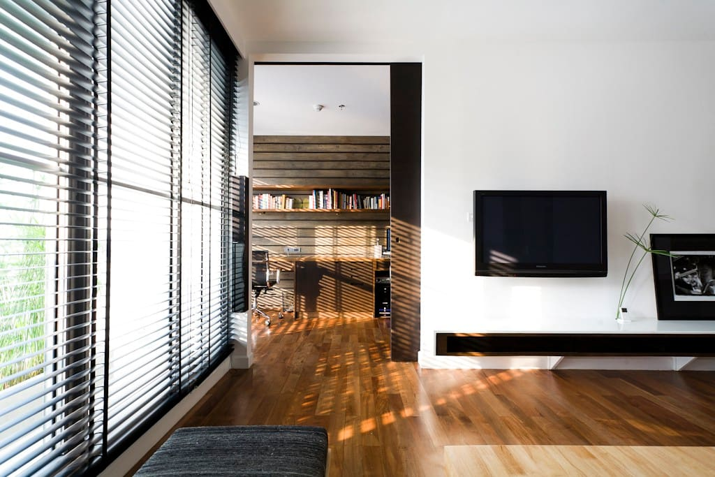 Large sliding door to the home office for an airy, open space.