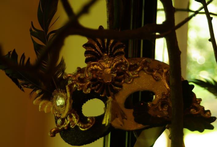 Masquerade - Kalorama - House