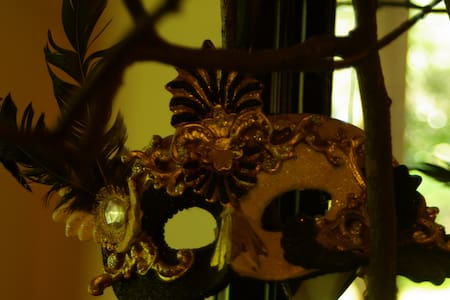 Masquerade - Kalorama - Hus