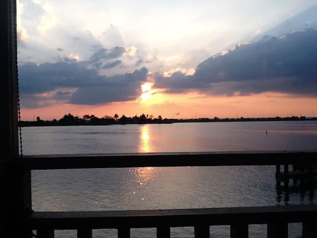 Waterfront with Amazing Sunsets - Galveston - Daire