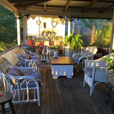 Room in Creative Queenslander in tranquil setting